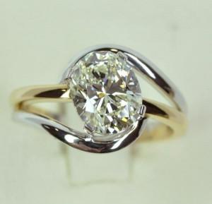Un joli diamant sur bague
