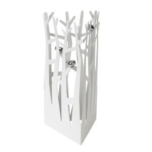 Un arbre à bijoux en métal blanc et chrome